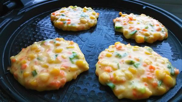 儿童早餐食谱-胡萝卜玉米鸡蛋饼