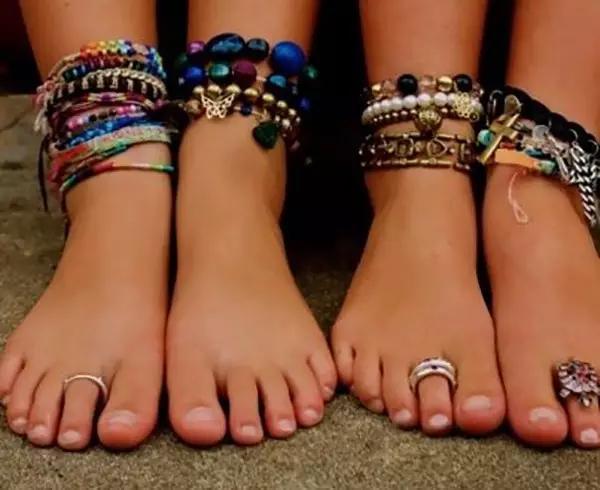 这个夏天,就在脚趾上戴上可爱的戒指,让别人不小心多看你几眼吧!