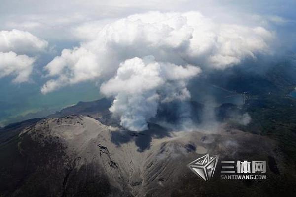 日本火山喷发现场:巨大蘑菇云如同原子弹爆炸
