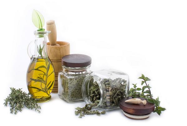 杏仁油功效_化妆品成分中的植物油vs矿物油,该怎么选?