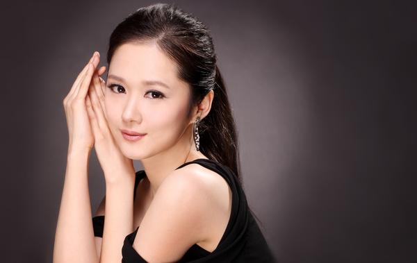 四十岁女人洋的�yg�_辛夷坞在《应许之日》中曾经说过:二十岁才得到心爱的洋娃娃,四十岁买