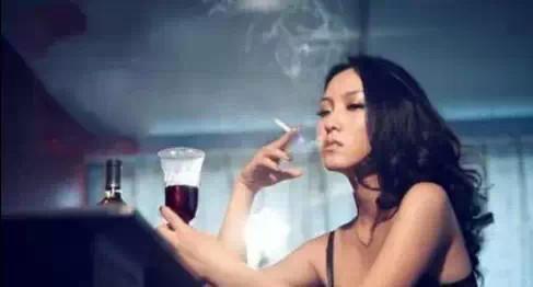 男人喝酒从来都把烦恼随酒喝进肚子里