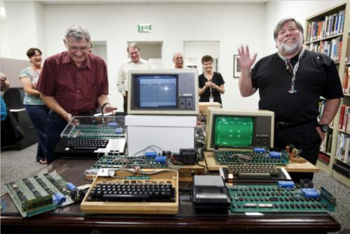 女子扔掉第一代苹果电脑 价值20万美元图片