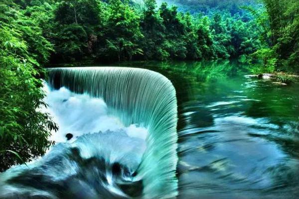 贵州荔波县布依苗族风情