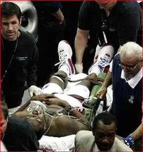 美国男篮队内赛乔治_篮球史上恐怖受伤事件(图片可能会引起不适,请慎