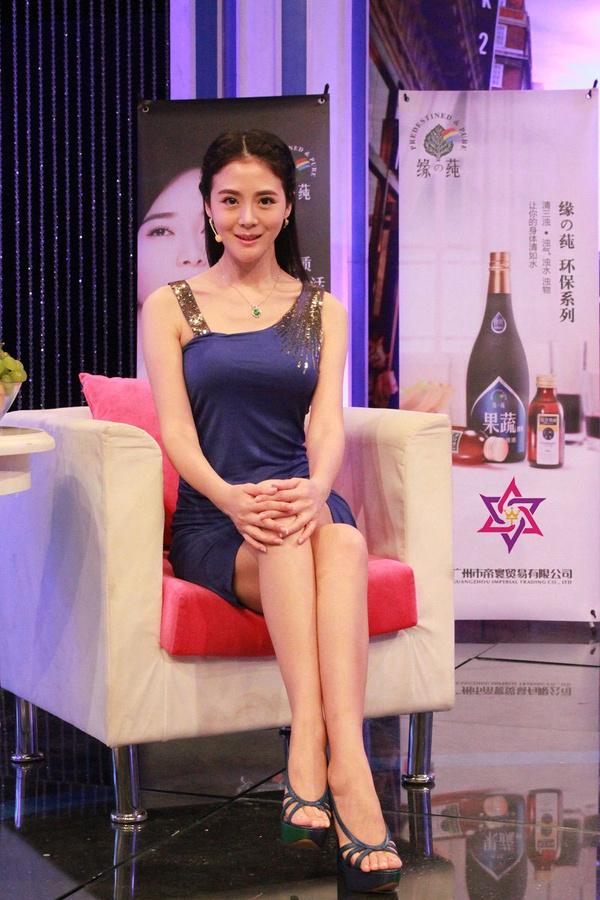 李鑫雨做客东方卫视《时尚汇》分享美肤秀s曲线