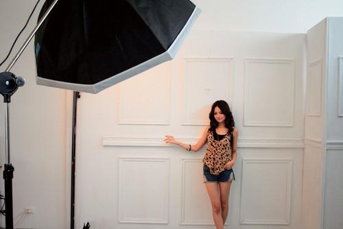 【人像摄影技巧】摄影棚中如何利用普通背景拍时尚