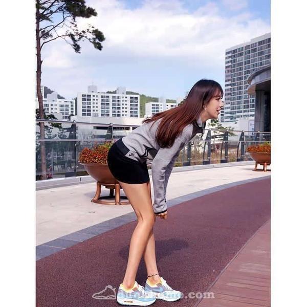 韩国最美体育女教师再度性感上脚来袭