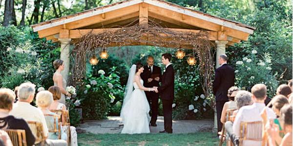 创意婚礼花门样式 白色纱幔点缀浪漫爱情