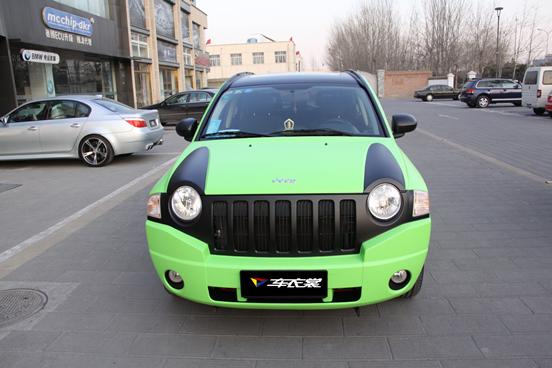 吉普指南者亚光绿车身贴膜高清图片