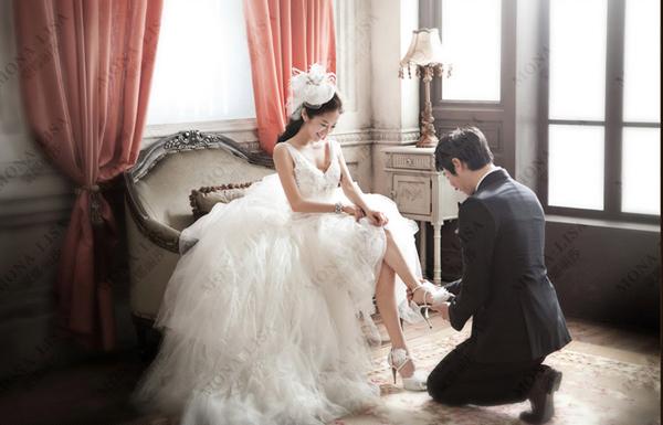 拍婚纱照怎么选衣服;北京蒙娜丽莎婚纱摄影推荐