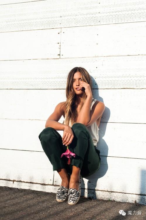 女生,你穿上平底鞋的姑娘特别迷人-搜狐头像短发模样背影图片