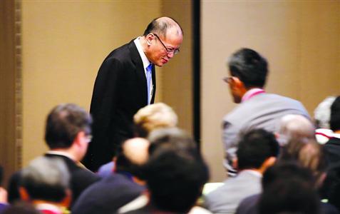 4日,阿基诺在东京出席一个投资论坛。