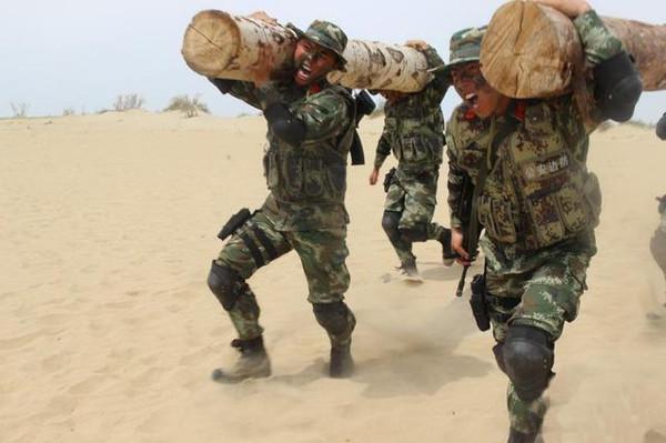 驻疆边防武警的的体能训练图片