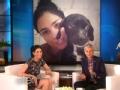 《艾伦秀第12季片花》S12E168 莎拉·席维曼与狗共浴萌照曝光
