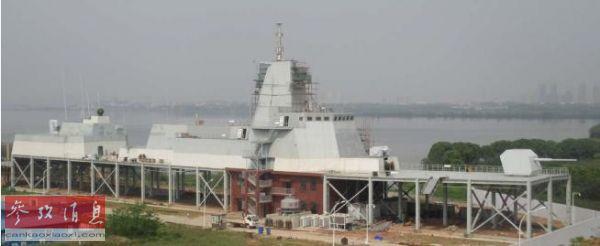 图说:正在建造中的055型巡洋舰实验渠道(美国《群众科学》网站)