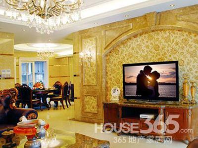 欧式田园风格装修图片:客厅电视背景局部采用银镜,加上简洁而不失意味