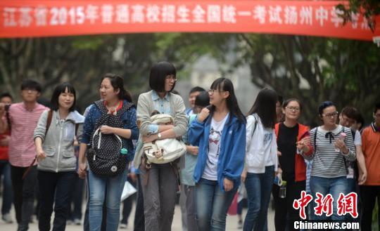 /扬州要求高考监考女老师不得穿发出响声的高跟鞋(图)