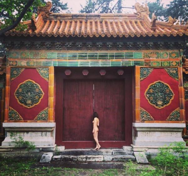 淫人体艺术摄影_财经 正文  一组摄于故宫的人体艺术照在网上蹿红,并立刻引起了网友们