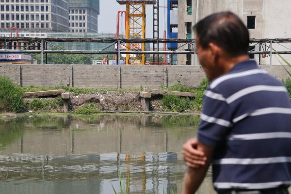 2015年6月5日,上海,古御界桥只剩桥墩和两块桥面。 磅礴期货配资 记者 杨博 图