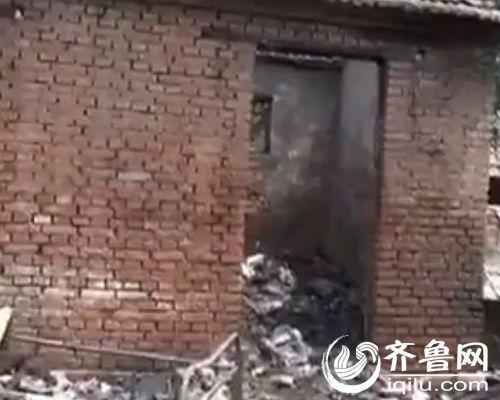院子一共六间屋宇,全副被烧塌了。(视频截图)