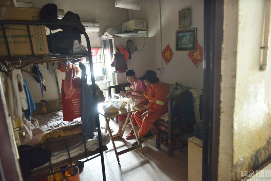 杭州群租房被隔成160间(组图)图片