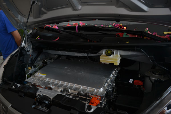 比亚迪是世界上唯一同时掌握整车和电池、电机、电控以及充电设施等核心技术的新能源车车企,比亚迪也是是国内率先掌握核心技术的主机厂之一,铁电池、双模等技术概念的抛出,为比亚迪的542战略(5代表百公里加速5秒以内,4代表全面极速电四驱,2代表百公里油耗2升以内)提供了全面支持,相信购买比亚迪新能源车的企业们对于车量充电的问题较其他新能源车应该更有信心。值得一提的是,伴随着比亚迪设计产能6.