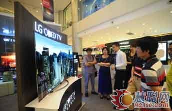 图:LGOLED电视呈现出超越液晶的纯粹黑色和炫真色彩