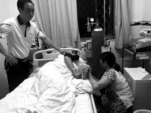 华商报讯(记者 王斌)6月8日下午4时许,旬阳县一的哥在本地运管所给老婆打完德律风后仓促挂断。当其老婆赶往运管所后,发觉丈夫已躺在运管所布告办公室内昏迷不醒,满身分发着浓郁的农药味。