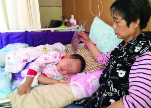 4岁的媛媛正在明基病院承受医治