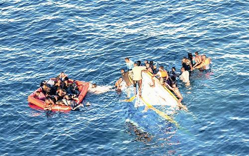 渔船沉没 数百名非法移民遇难(图)