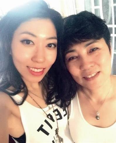 曲婉婷与母亲