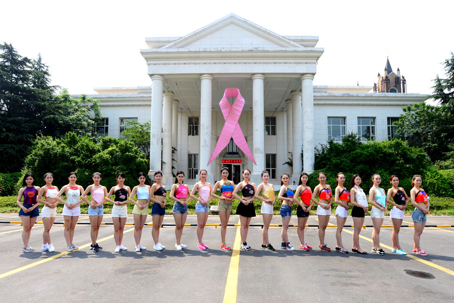 杭州宋城举办肚兜节传递粉红女生(组图)丝带中学生内裤图片
