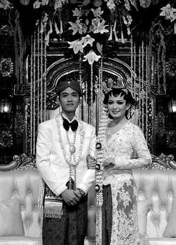 吉卜兰与塞尔薇在婚礼上。新华/法新