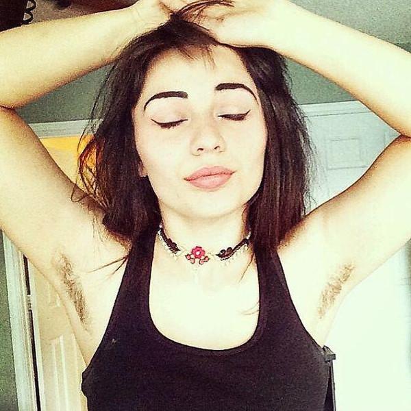 炫腹女生还没平息,Instagram炫背影v女生又开始风波透明qq头像腋毛图片