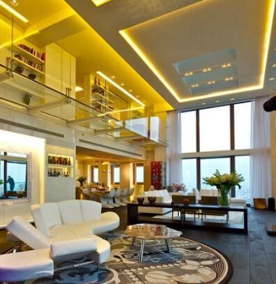 客厅天花板装修效果图:豪华别墅吊顶.