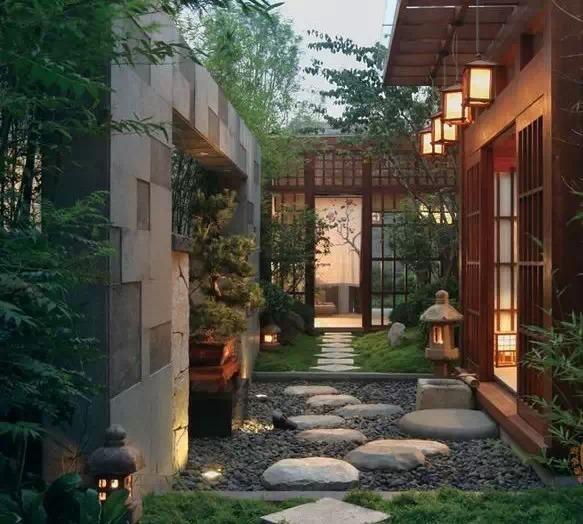 欧式别墅庭院花坛