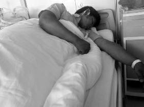 6月8日晚9时许,25岁的榆林小伙儿郝某在延安北大巷被人殴伤,致右耳后肌肤裂伤,背部、臂膀、腿部也都有创痕。