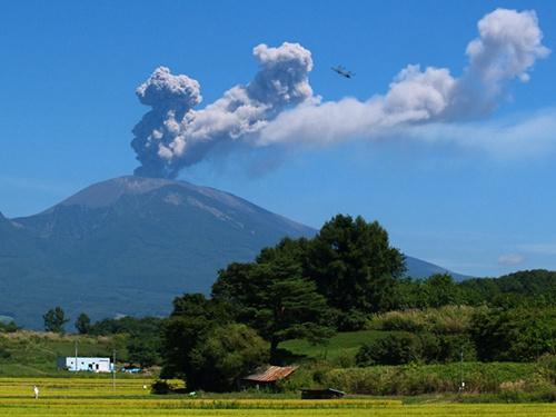 资料图:日本浅间山。