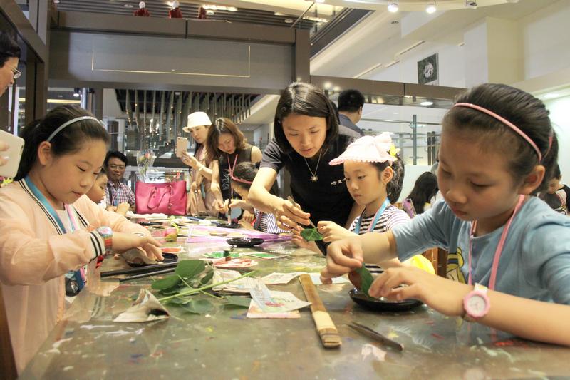 在南投县台湾工艺研究发展中心体验南投特色艺术diy