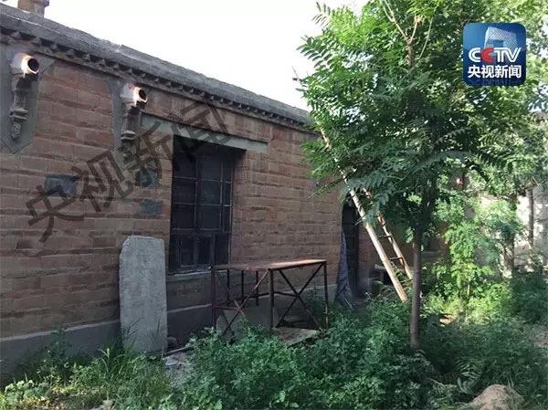 政委薛永清被躲藏在房顶的刘双瑞用猎枪击中。