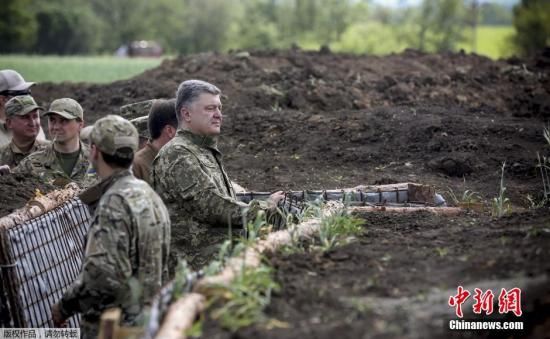 当地时间6月11日,乌克兰顿涅茨克,乌克兰总统波罗申科前往顿涅茨克,视察一战壕建设。