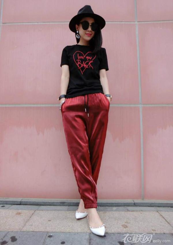 红裤子搭配什么上衣最好看
