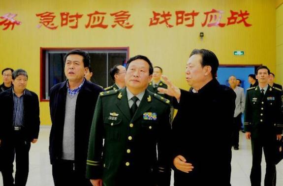 资料图:前武警交通指挥部司令员刘占琪调研山西省交通战备工作。