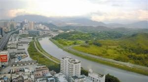 与罗湖港口一河之隔即是香港沙岭,在沙岭未开展地域,香港当局拟开建超等殡葬城。