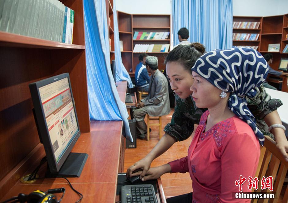 住村女教师马丽是新疆艺术学院音乐系打击乐专业教师.