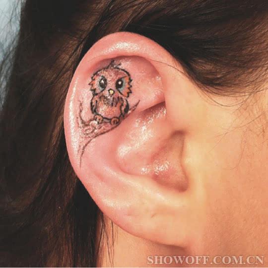 追求时髦你快来尝试耳朵上的刺青吧