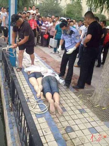 6月18日清晨3时许,郑州一对小情侣疑因谈爱情遭家人否决,更阑跳入帝湖,接到报警后,警方和消防紧迫赶到并睁开了营救,但两人被打捞登陆后,均已遏制了呼吸。