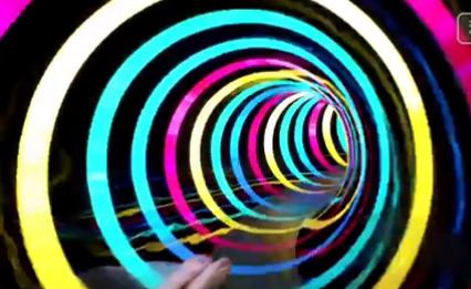感觉LED时光灯光的水滑梯,视频坐上了全程机效果趺坐图片