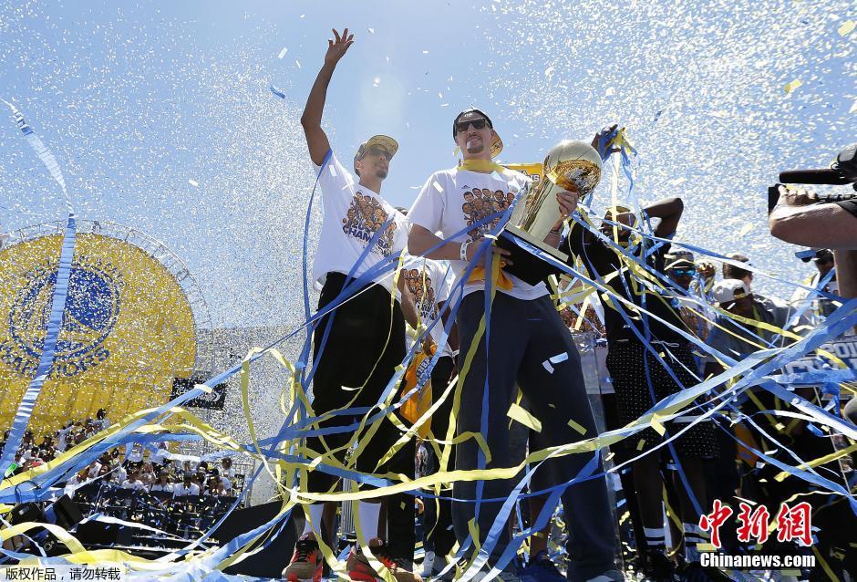 美国金州勇士队举办NBA夺冠 庆典 组图